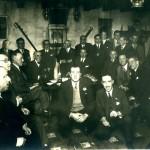 Histórica imagen de ateneístas junto a Jose María Pemán en el Chato