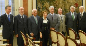 Algunos de los miembros del Foro Debate Cádiz 2012 que participaron en el acto.