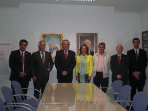 El Dr. Habib Chamoun posa junto a otros ateneístas.