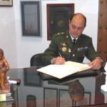 Juan Francisco Plaza Torres, Comandante Médico, firma en el Libro de Honor del Ateneo (26/03/2014)