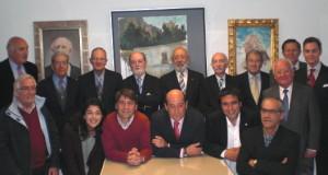 D. Fernando J. Blanco junto a varios ateneistas